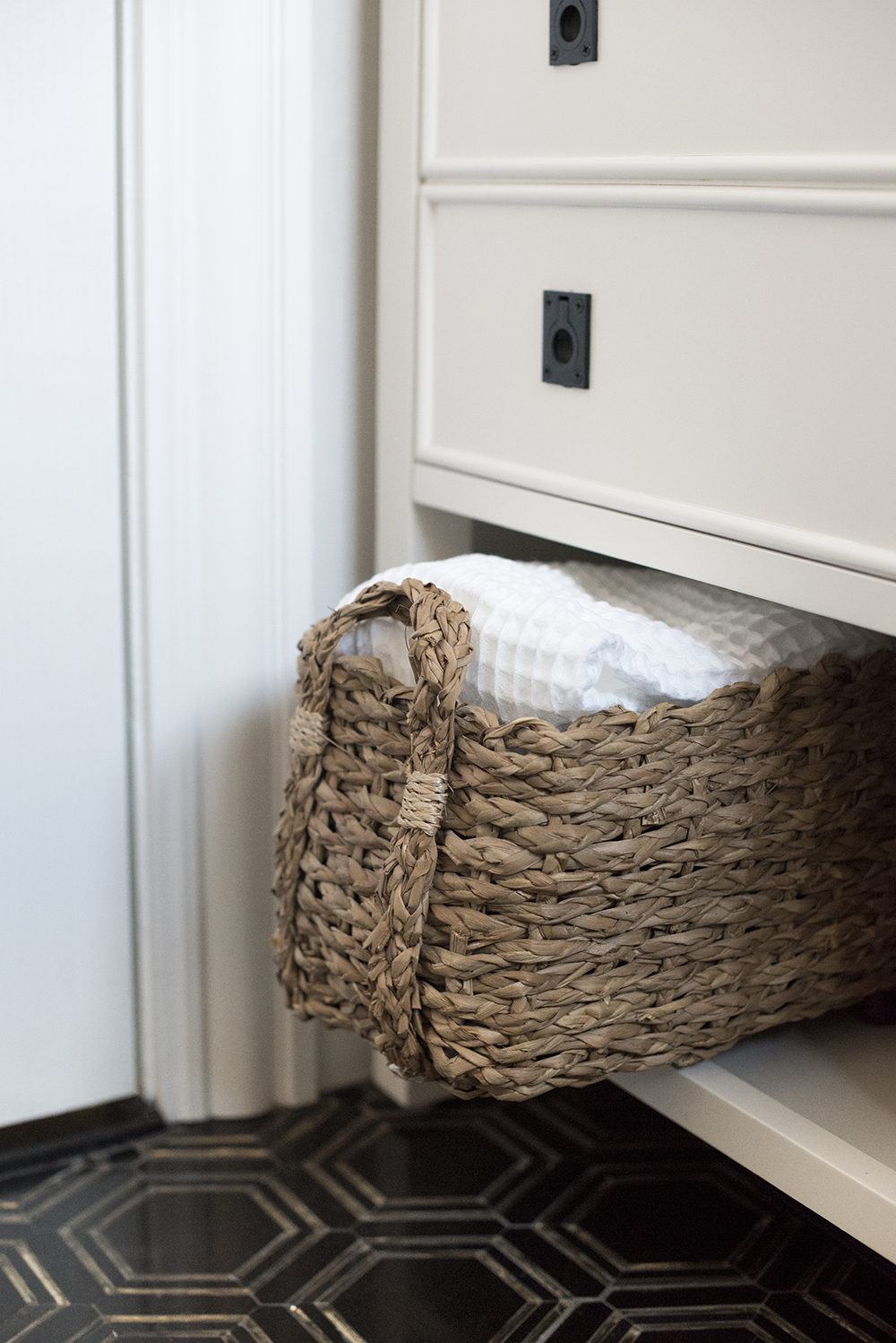 Tips for Hosting for Holiday House Guests - roomfortuesday.com