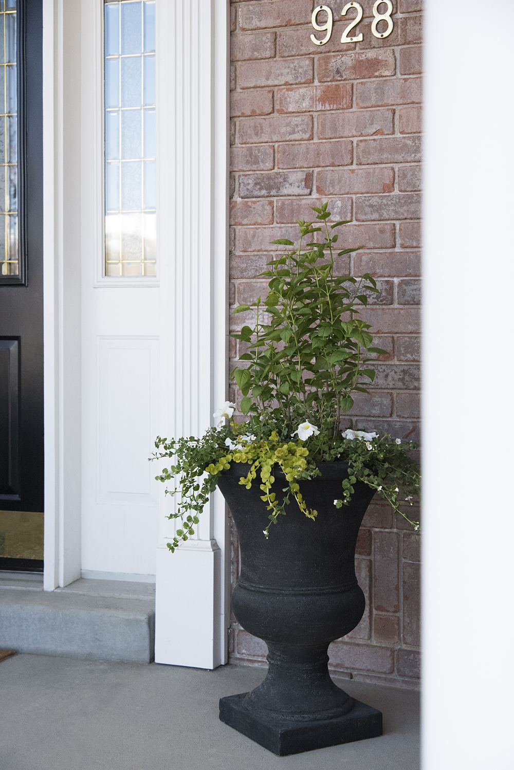Textural Front Porch Planters - roomfortuesday.com