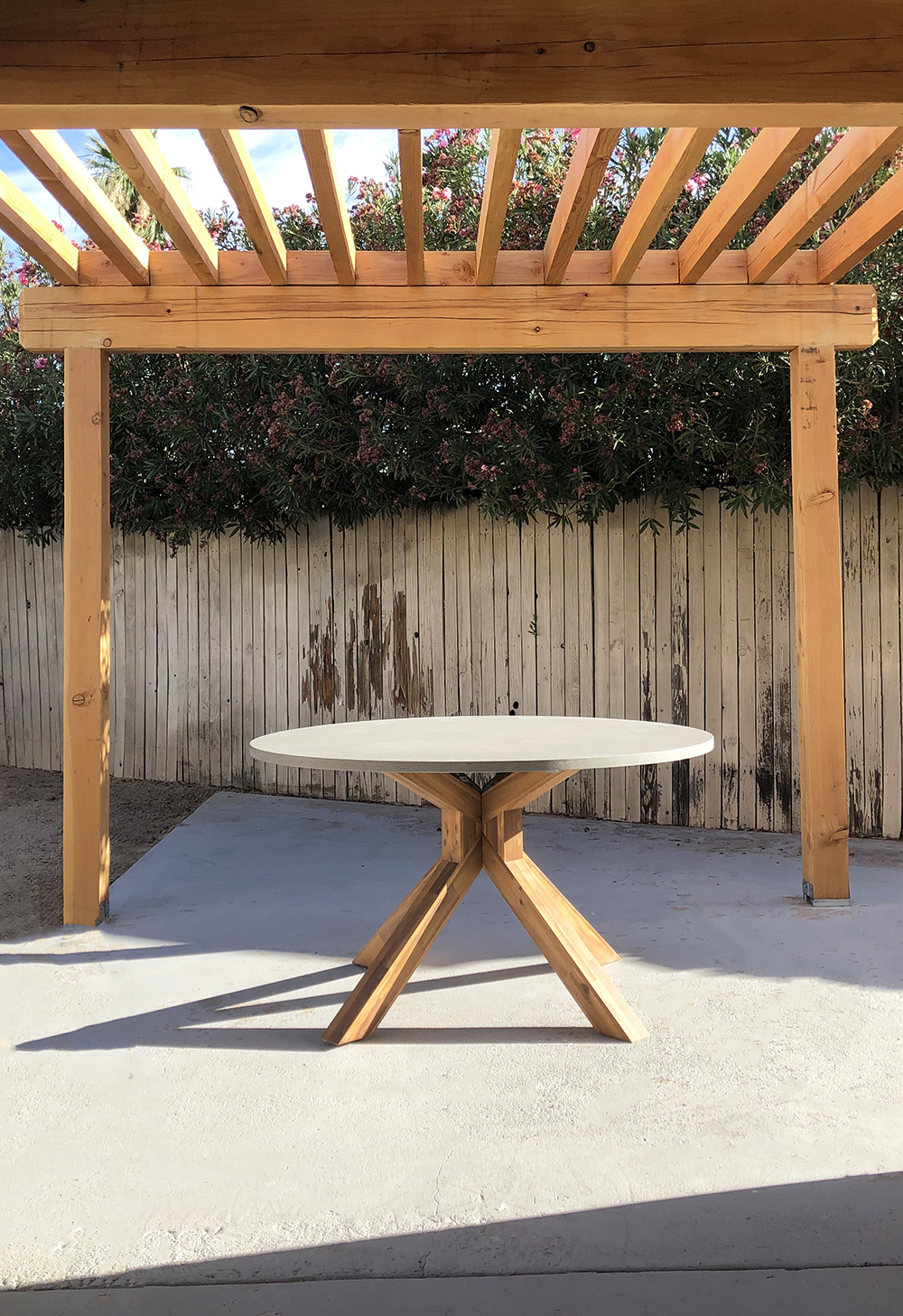 Round Table Outdoor Dining Options - roomfortuesday.com
