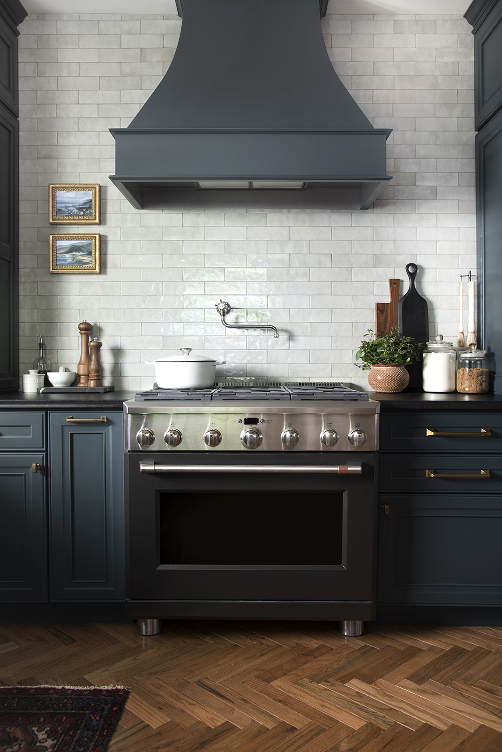 Design Discussion : Hardwoods in the Kitchen - roomfortuesday.com