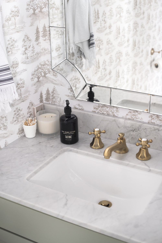 Powder Room Makeover - roomfortuesday.com