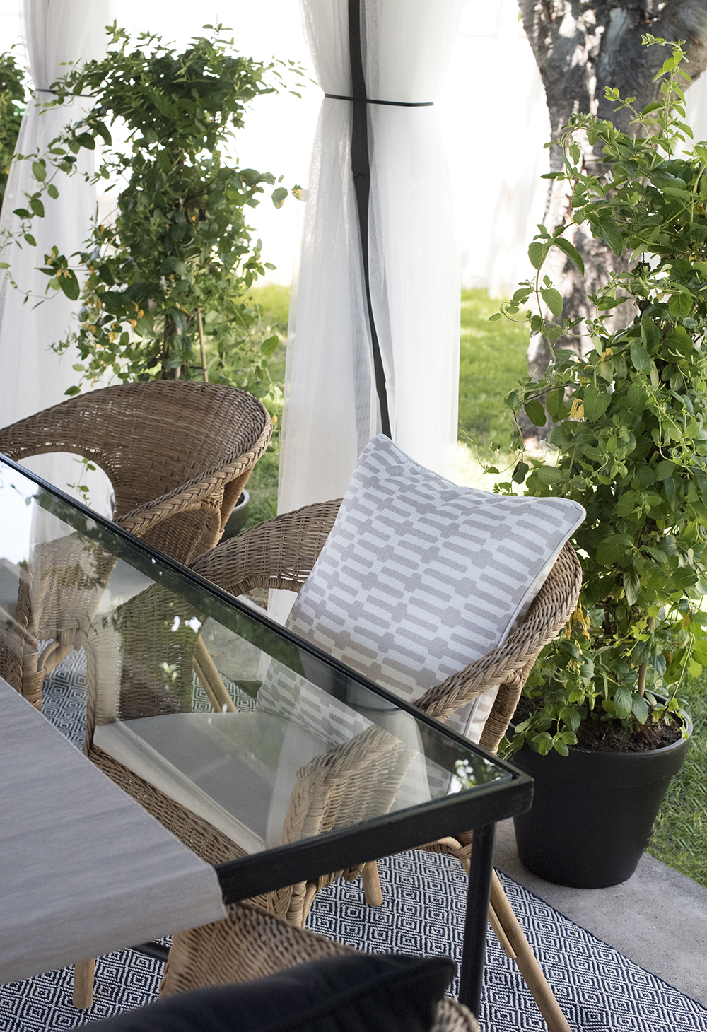 Roundup : Large Outdoor Planters - roomfortuesday.com