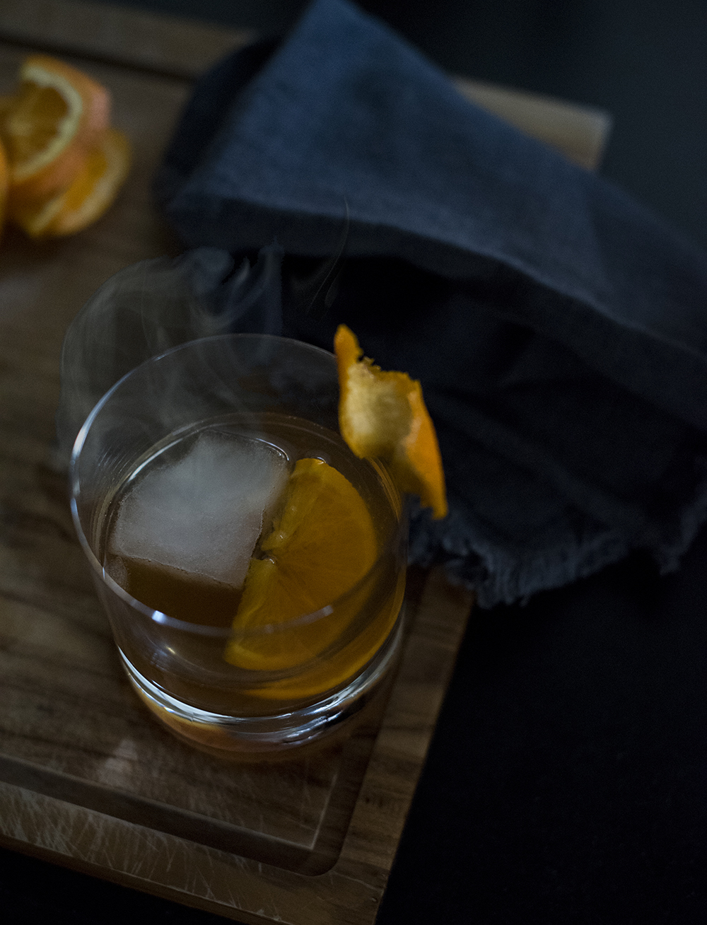 Fall Cocktail : Smoked Old Fashioned - roomfortuesday.com