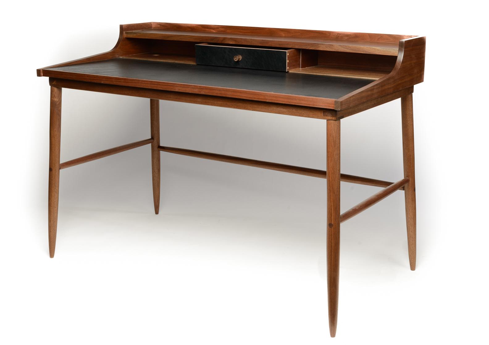 Hugo Desk 4