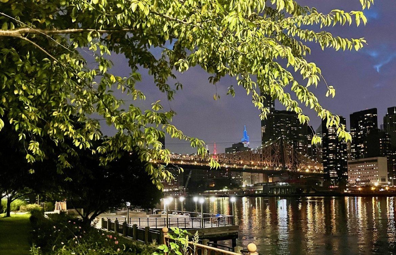 Roosevelt Island Views: An Early Autumn Evening Along the East River