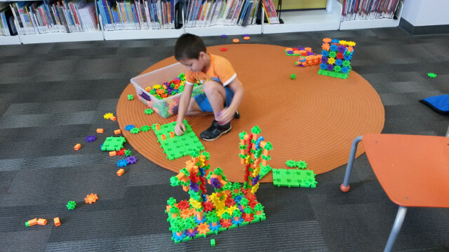 Building dueling robots when the Children's Museum visited our library