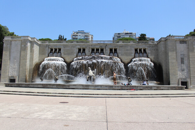 A short walk from our Airbnb, the Fonte Luminosa or Luminous Fountain entertains and cools us down from the scorching summer heat.