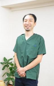 仙台の整体で肩と首の痛みに筋膜を施術するルーツの代表