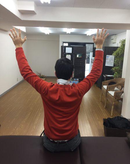 仙台で肩こりに対して筋膜に施術を行う整体