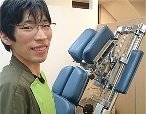 仙台の整体で肩と首の痛みに筋膜を施術するルーツを推薦する接骨院の院長