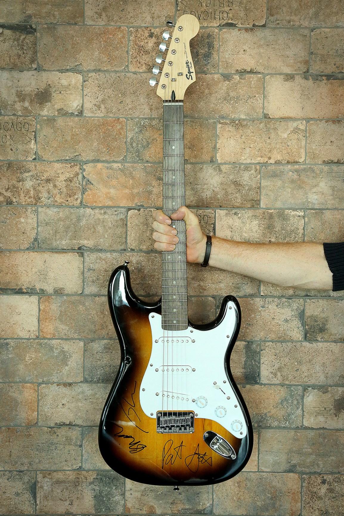 RE-Weeezer-guitar_1