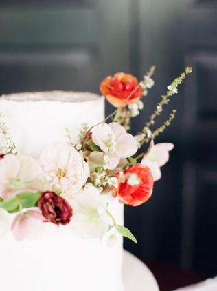 kentucky wedding, lexington wedding, ashford acres wedding, kentucky wedding florist, lexington wedding florist, roots floral design, leah barry photography, wolf and bird events, ashford acres, wedding cake, cake, ocd cakes, wedding decor