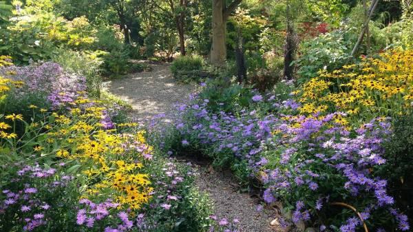 picton garden The Picton Garden, near Malvern   Rootstock