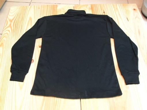 camiseta cuello cisne negra