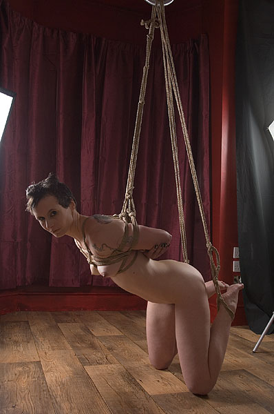 Behind the scenes of bondage shoot - XVIDEOSCOM