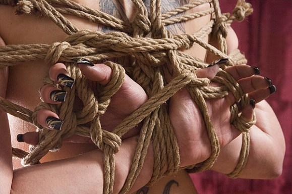 Yubi shibari rope bondage