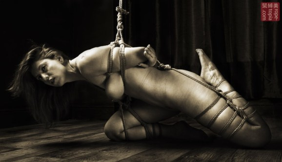 Lisa Smiths. Shibari bondage session. Partial torture suspension.