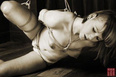 Shibari bondage partial suspension. Crotch rope (matanawa)