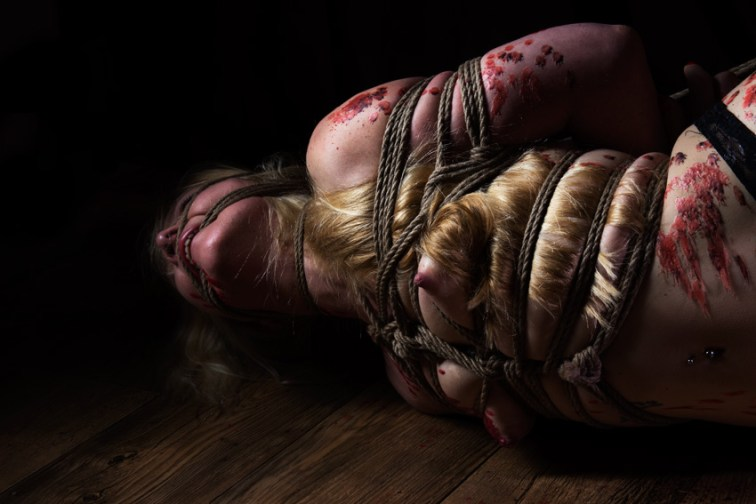 Iongantas. Shibari bondage, hair bondage, hot wax, floor work. Serious kinbaku