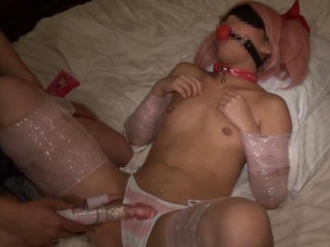 【コスプレ/個人撮影】美少女レイヤーを拘束し絶賛調教飼育中!!ローション唾液マン汁精液まみれにしたった♡