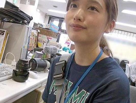 72-2-640x360 【SOD女子社員】『恥ずかしいです…』カメラマン見習いの美少女はエッチに興味津々だけどウブで可愛い♡@pornhub