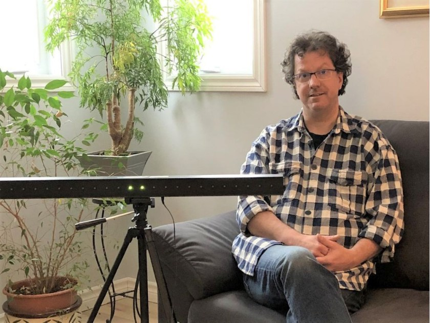 Dr. Philippe Gauvreau, a psychologist in the Outaouais, uses a horizontal light bar during EMDR therapy sessions to induce the eye movements. (Photo courtesy of Dr. Gauvreau)