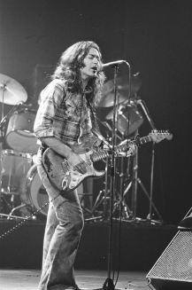 Rory Gallagher c1979 Manchester by Steve Smith (25)
