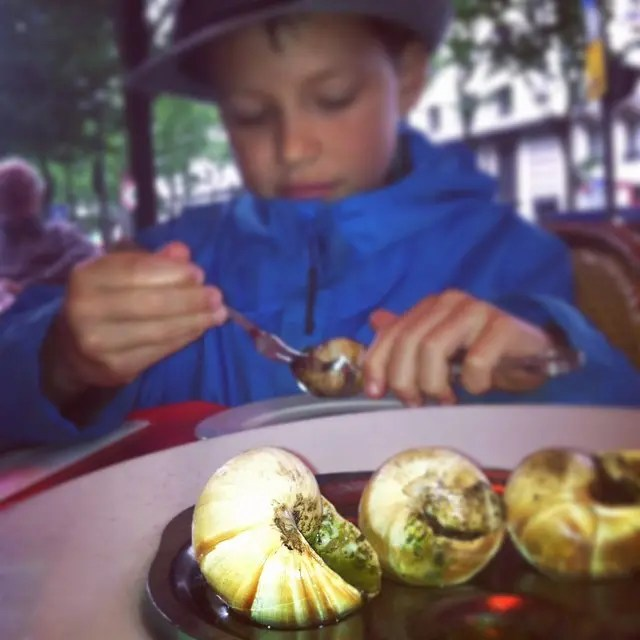 escargot-paris-cafe-rory-moulton