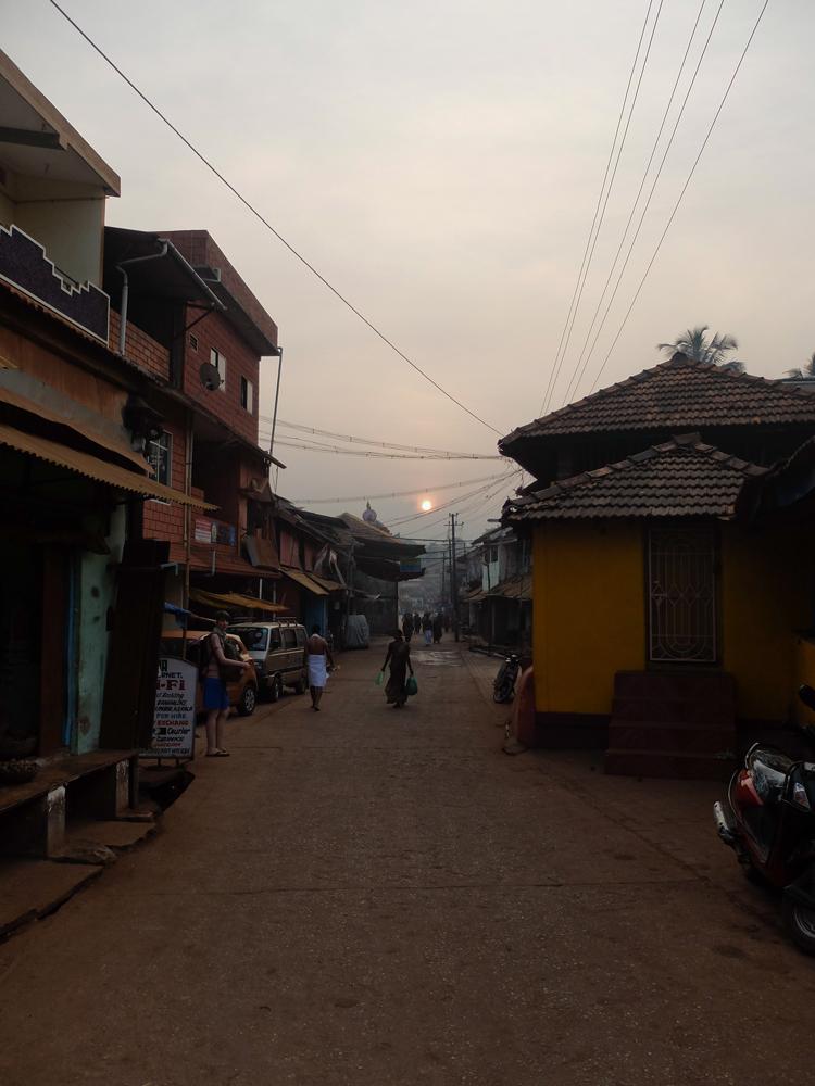Lever de soleil sur Gokarna. Photo numérique.