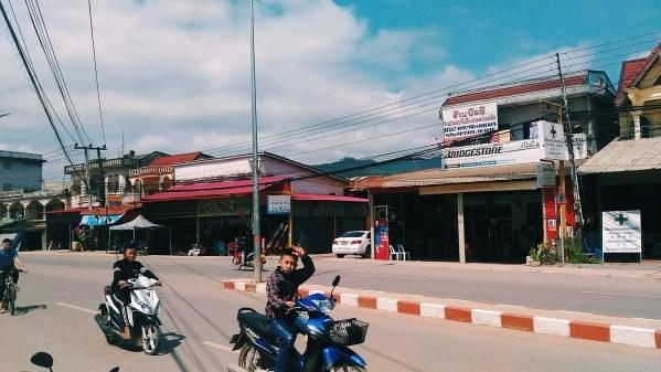 Autostop et paysages splendides hors des sentiers battus en nord-Laos