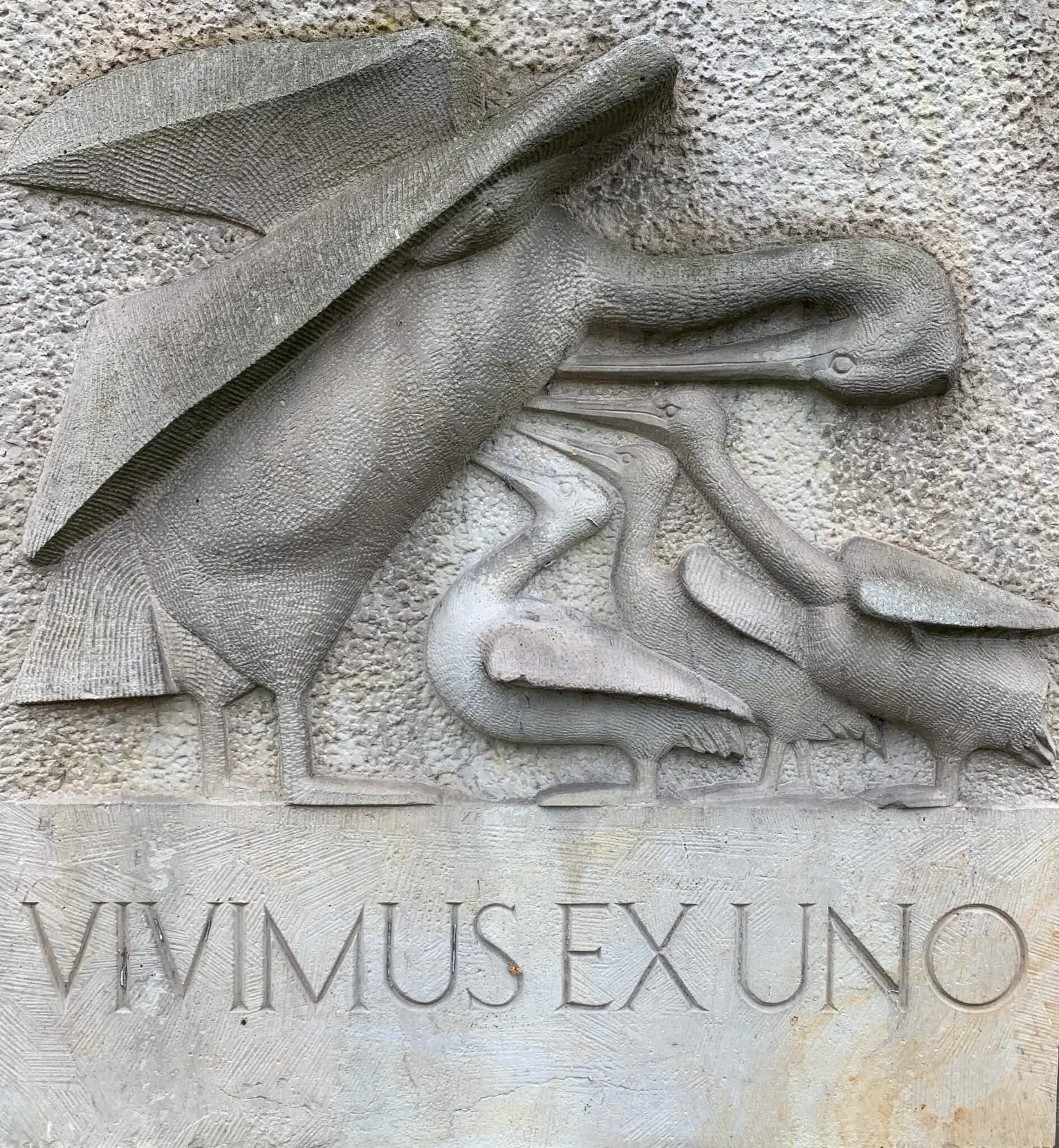 Vivimus ex Uno