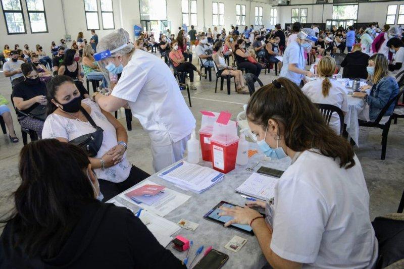 Vacunación de docentes en la ex Rural, de Rosario. (Rosarioplus)