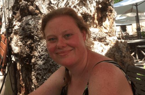 Vrouw op het terras