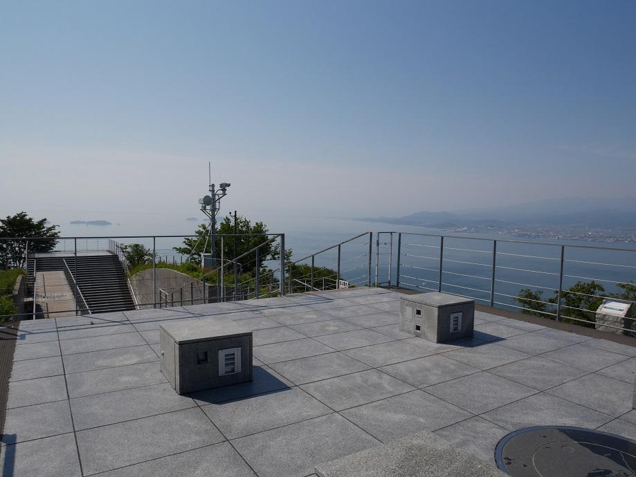 亀老山展望公園(愛媛県今治市吉海町)の展望台から東方向を撮影した写真。