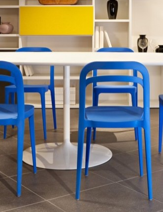Deas chaises colorées