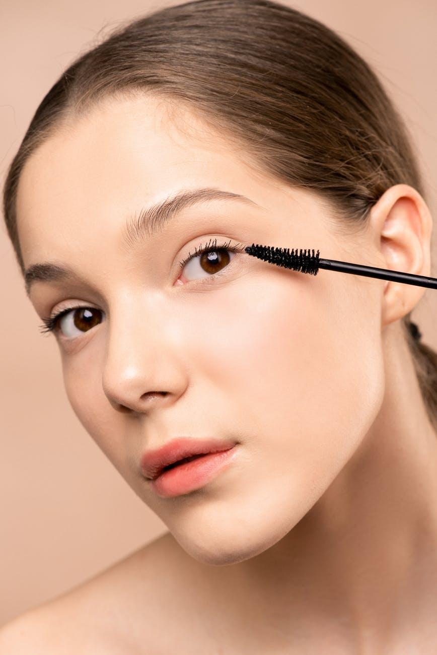 mascara on eyelashes