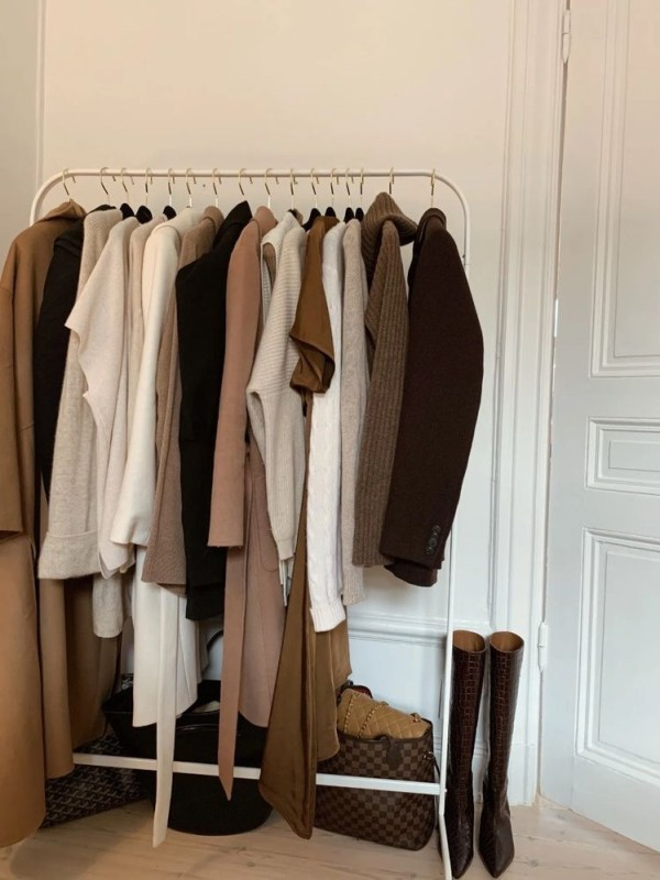 Neutral clothing rack, cover of post on sustainable clothing