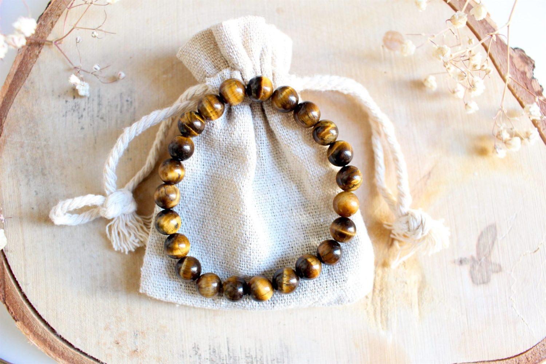 Bracelet aux pierres naturelles d'oeil de Tigre. Équilibre le yin et le yang