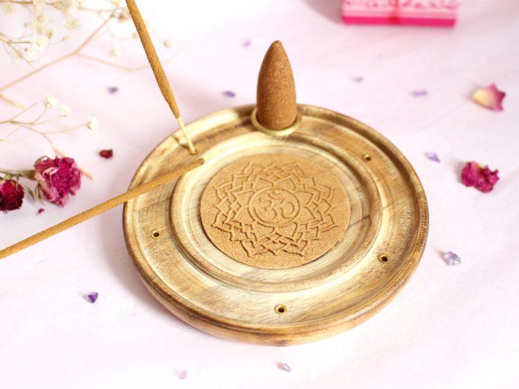 Porte encens artisanal en Bois Om et chakras