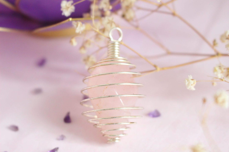 Collier pendentif cage ajustable & Quartz rose