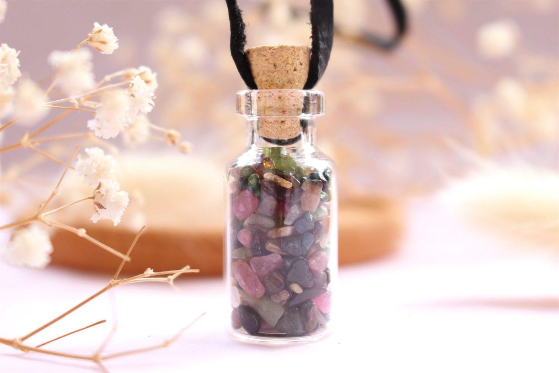 Collier avec fiole de Tourmaline Multicolore et codon de cire