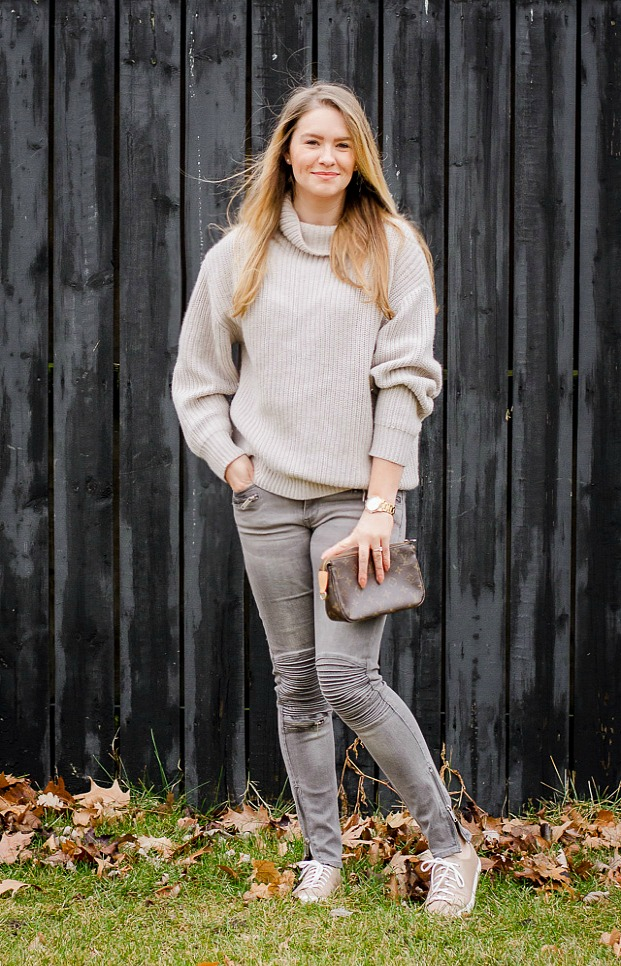 aritzia-sweater-knit-grey-moto-jeans-sneakers-louis-vuitton-clutch-comfy-sweater-chunky-knit-casual-outfit-rose-city-style-guide-canadian-fashion-lifestyle-blog-windsor-ontario