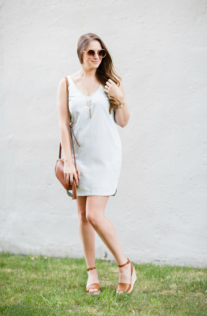 summer-sun-dress-chambray-old-navy-crossbody-round-sunglasses-wedges-rosecitystyleguide-canadian-blogger-5