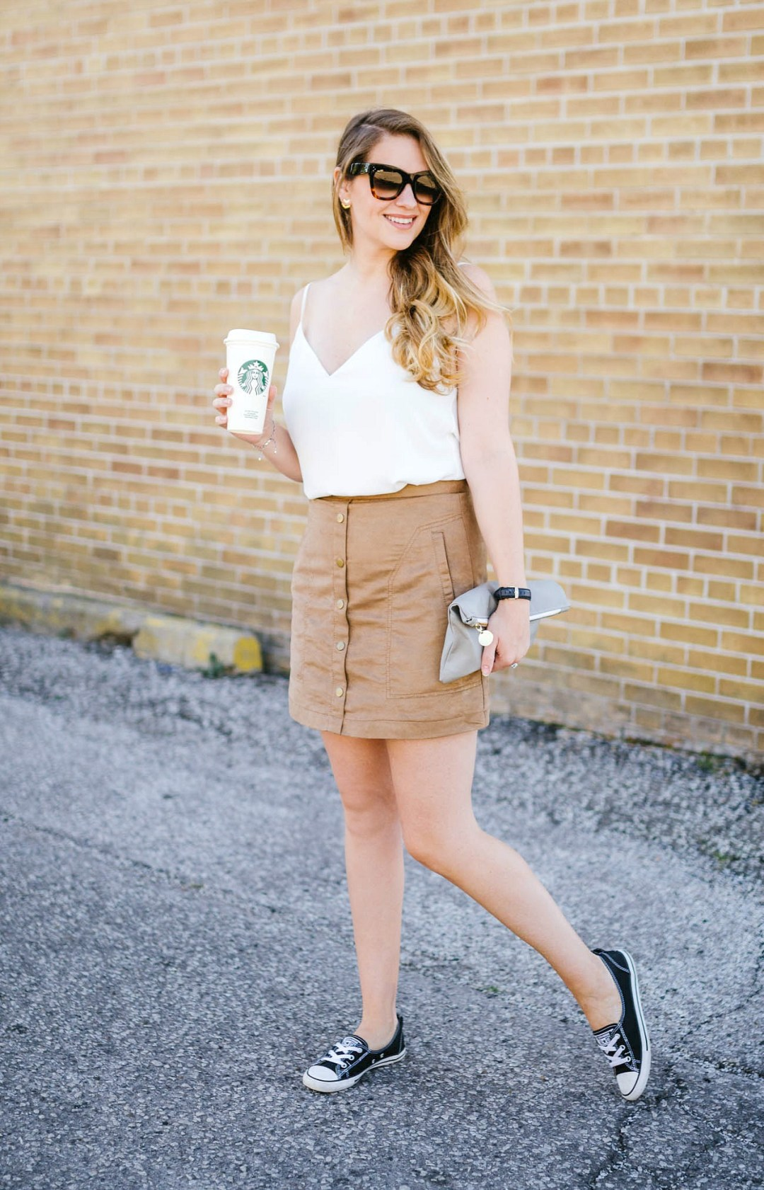 Canadian-Fashion-Blogger-rose-city-style-guide-whats-in-my-bag-enit-designs