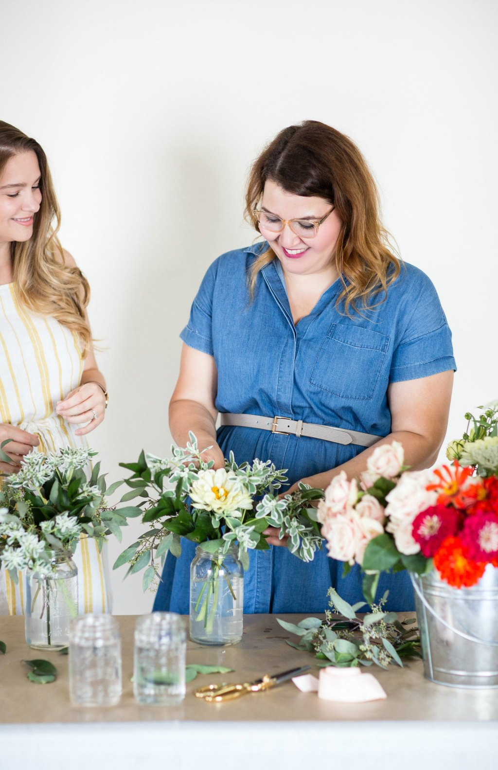 how-to-style-a-simple-flower-arrangement-rose-city-style-guide-bourbon-rose-floral-design-co-lifestyle-canadian-blog-12