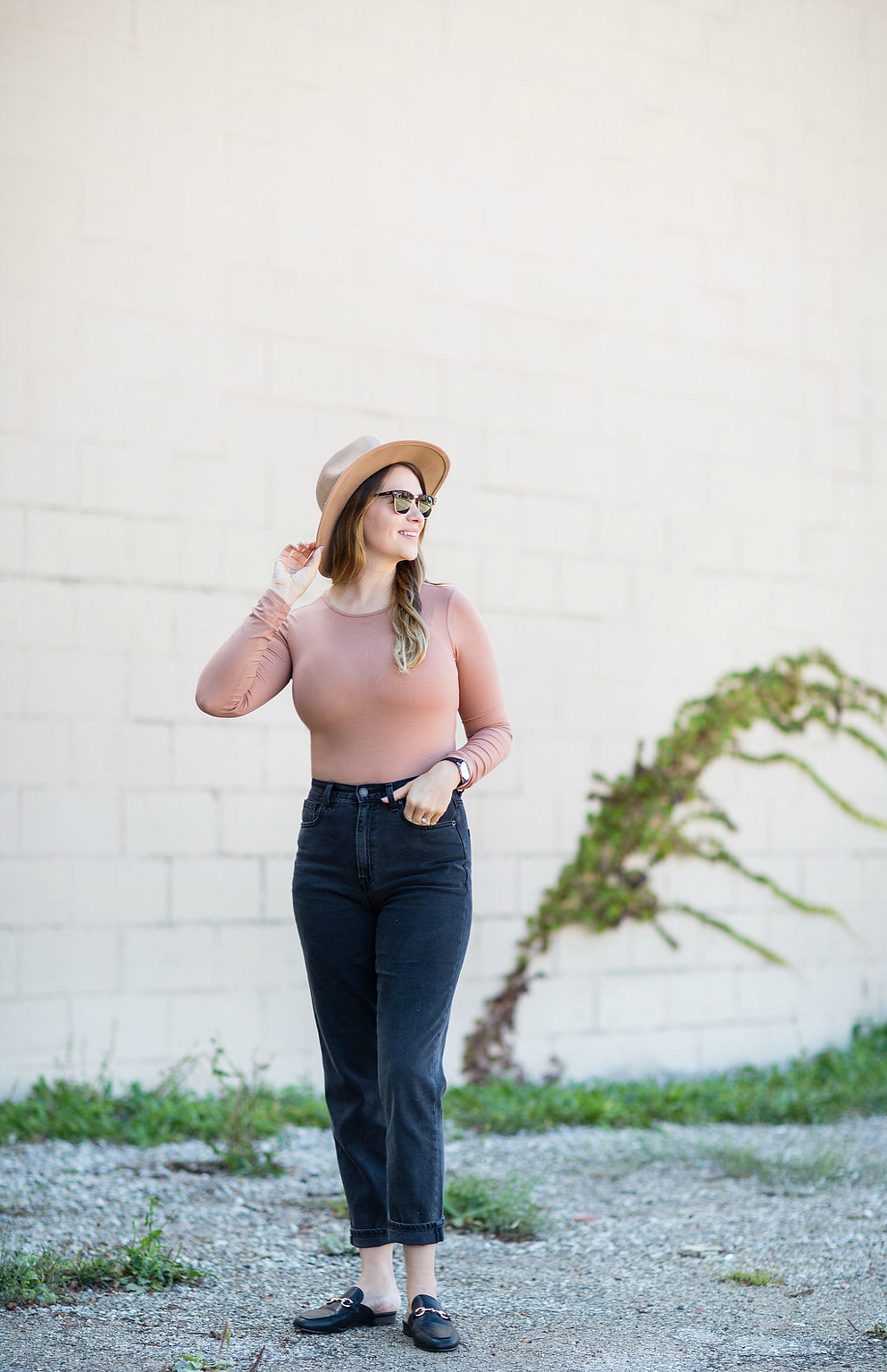 fall-trends-2017-bomber-jacket-felt-hat-mom-jeans-leather-mules-rosecitystyleguide-devonshire-mall