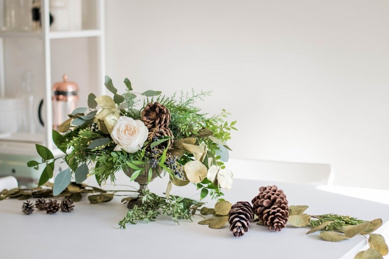 Neutral Floral Arrangement for the Holidays