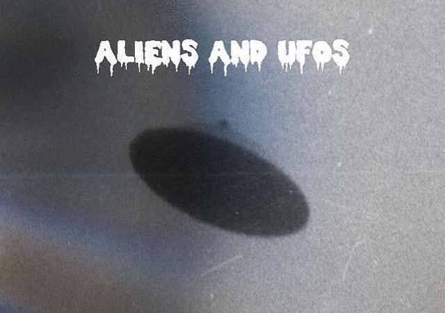 """""""Aliens & UFO's"""" Gerard x Julian Dova"""