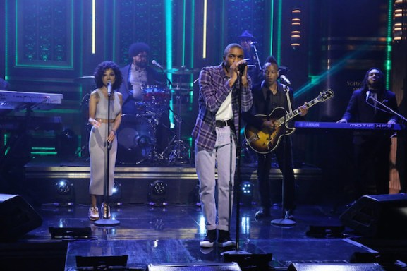 THE TONIGHT SHOW STARRING JIMMY FALLON -- Episode 0320 -- Pictured: (l-r) Musical guest Vince Staples performs with The Roots on September 1, 2015 -- (Photo by: Douglas Gorenstein/NBC)