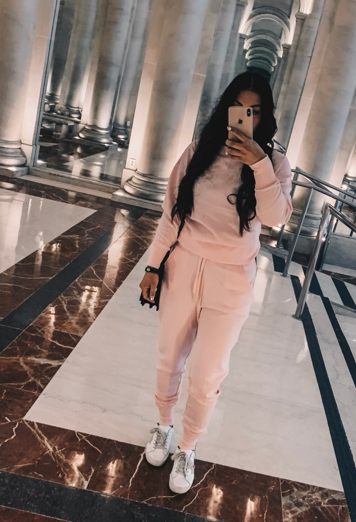 matching-sweatsuit-outfit